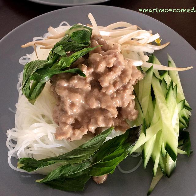 冷製クイティウ(米麺のココナッツミートソースがけ)