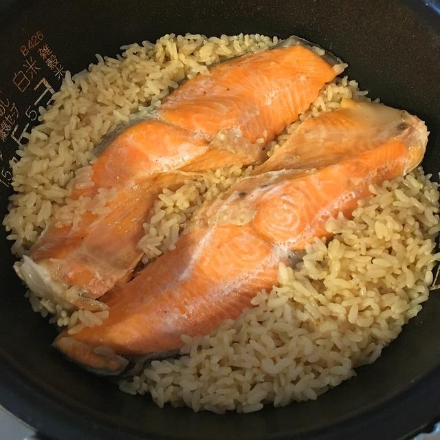 鮭で炊き込みご飯