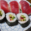マグロのにぎり寿司と巻き寿司