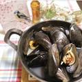 ピリ辛!ムール貝の白ワイン蒸し
