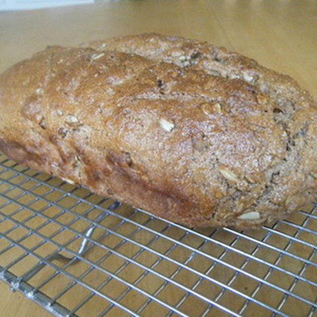 くるみとサンフラワーシードのライ麦パン〜パンのお話