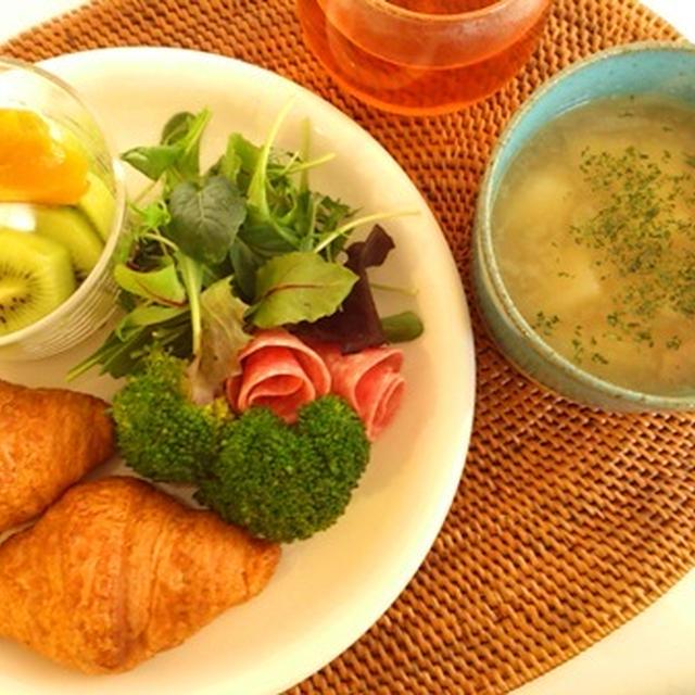 クロワッサン朝食