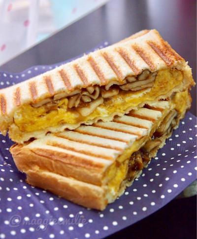 簡単朝ごはん!エリンギの生姜焼きと厚焼き卵で和風パニーニ*和ニーニ*ホットサンド