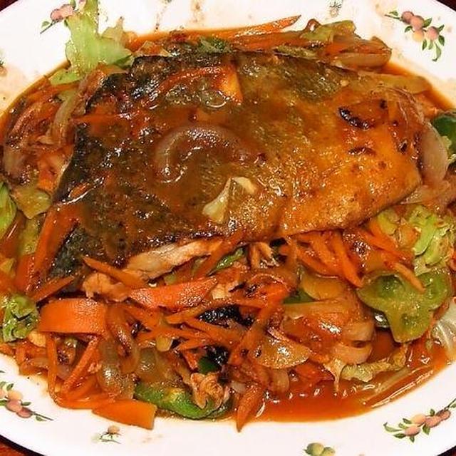 鮭のキムチちゃんちゃ風&豚肉とゆで卵の煮物