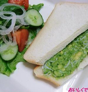アボカドとしらすのサンドイッチ