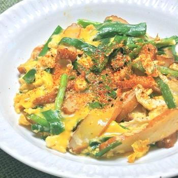 サッと煮て簡単おつまみおかず!にらとさつま揚げの卵とじ。