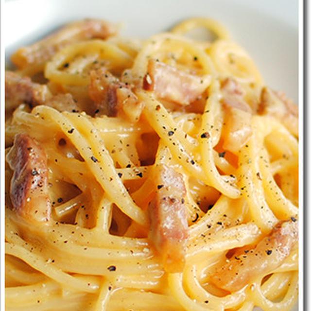 グアンチャーレとペコリーノ、全卵と卵黄のカルボナーラのスパゲットーニ