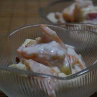 サルバチア入り♪ りんごと柿のヨーグルトサラダ