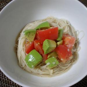 アボカドとトマトのピリピリ塩麹マリネ