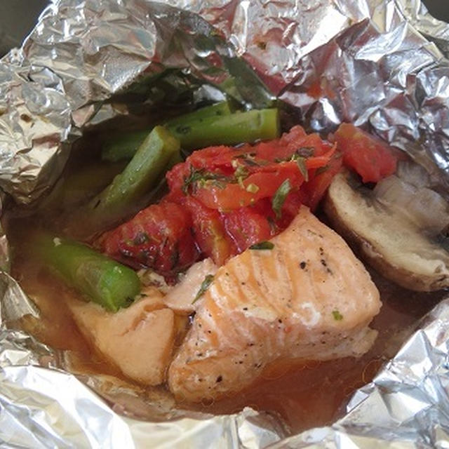 Steamed Salmon/ サーモンとアスパラときのこの包み焼き