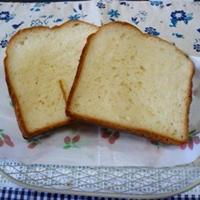 HBで食パンとスパークリングワイン。