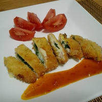 ☆ほうれん草とチーズのはさみカツ☆ 野菜のうまみドレッシング「トマト」添え♪