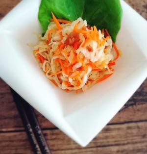 塩揉みキャベツと人参の梅甘酢サラダ