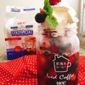 冷凍ミックスベリーとホイップのアイスコーヒー