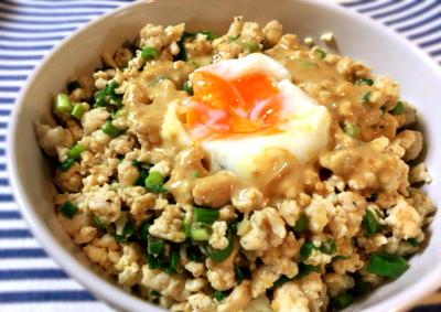 心のままに召し上がれ。ソイライスで美味なる鶏ひき肉ネギ味噌丼(糖質15.1g)