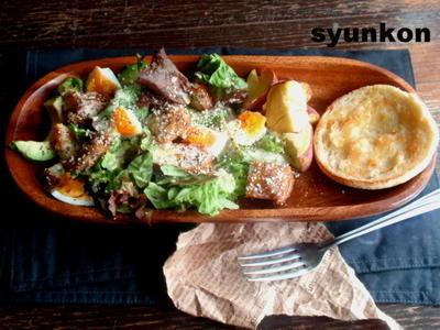 【簡単!!カフェごはん】照り焼きチキンとゆで卵とアボカドのサラダ*マフィンでワンプレート