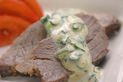 緑茶煮豚とネギ入りカルパッチョドレッシング。
