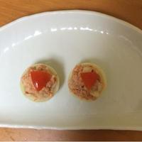 涙の出ないタマネギで、玉ねぎカップのサーモンサラダ