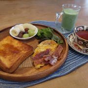 フレンチトーストの朝食 と 鶏白湯ラーメン と 満開の蝋梅の花♪