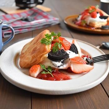 クリスケットで苺のクッキー&ヨーグルトクリームオープンサンド