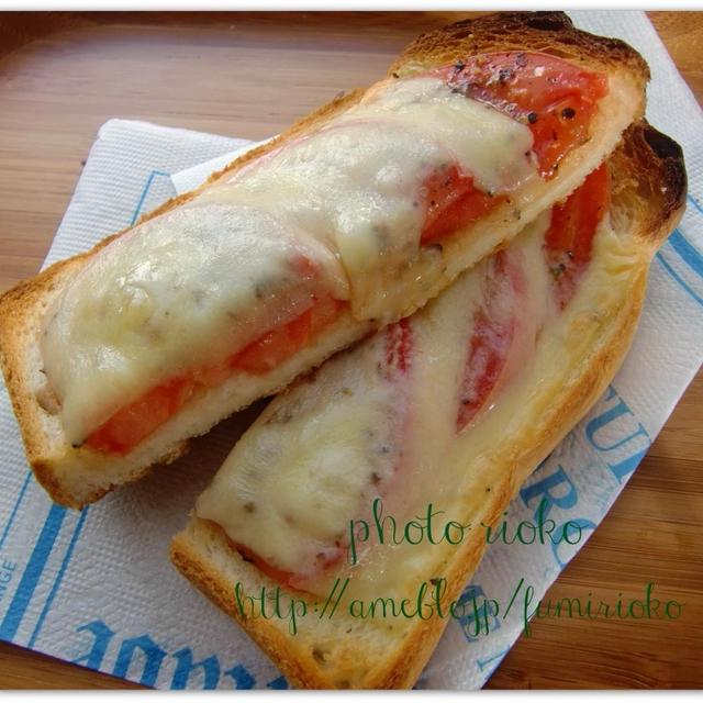●とろ~り!チーズとトマトのトースト●