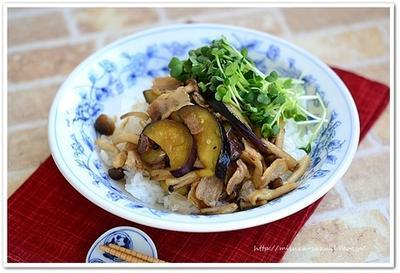 【ベジ丼レシピ】豚バラなすとしめじのベジ丼