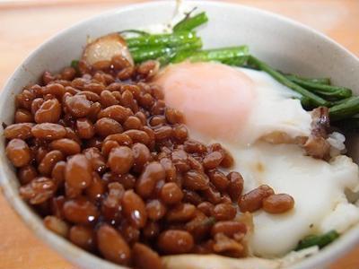 目玉焼き丼 Part.3:バター醤油納豆