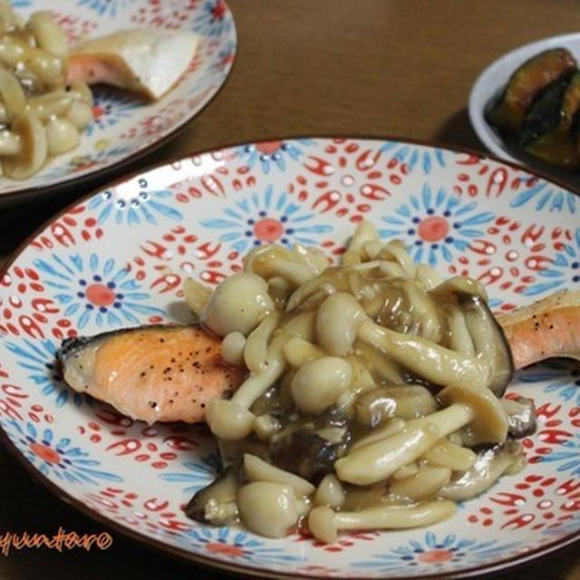 麺つゆで簡単『和風きのこ餡かけでいただく鮭のソテー』~スパイスアンバサダー・粗挽きこしょうと粗挽きガーリック使用~