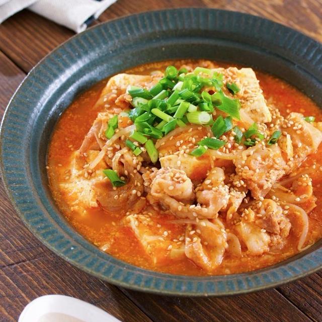 材料入れて煮るだけ5分♪『豚バラ豆腐ともやしの韓国風ごま味噌スープ』