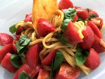 >バジルとトマトたっぷりイタリアンなまぜそば!チーズガレット添え by yukoさん