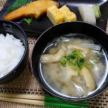 基本のだし(ヤマキだしパック)で大根の味噌汁