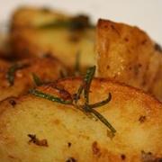 ジャガイモのオリーブオイル炒め With ローズマリー