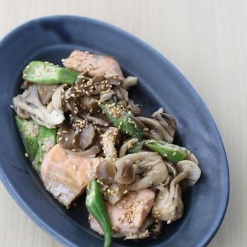 【糖尿病レシピ連載:旬をたっぷりと秋鮭ときのこの胡麻味噌炒め】