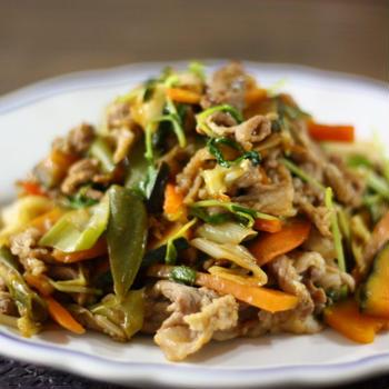 野菜炒めを美味しく作るコツ、あると便利な調味料