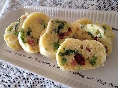 蒸し包みシートを使って 「ケークサレ風蒸しパン 」。