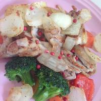 鶏と野菜のバジルとピンクペパー炒め
