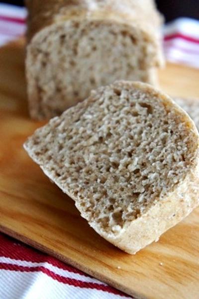 ワインにチーズに、ドイツ風田舎パンが焼きあがりました