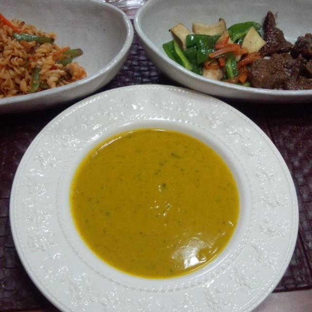 【献立】焼肉、エリンギ・ピーマン・人参のバターソテー、マカロニケチャップサラダ、カボチャのスープ