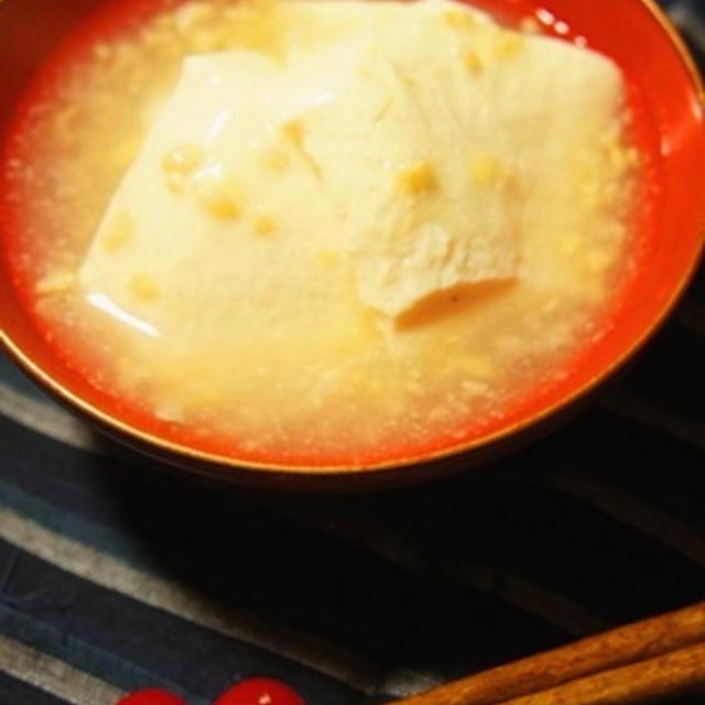すくい豆腐の生姜塩麹餡かけ、ほうれん草とにんじんの炒り大豆和え、金目鯛煮付けで手酌酒