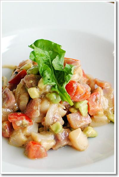 マグロと帆立、アボカドのサラダ
