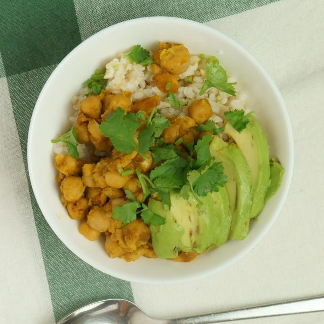 かんたんどんぶりレシピ。ぴり辛ひよこ豆のライスボウルのレシピ