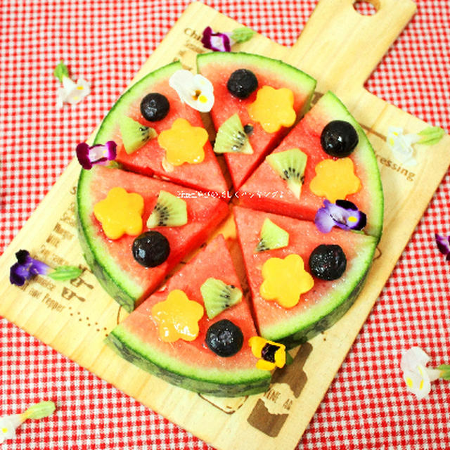 お花とフルーツがいっぱいのスイカピザ