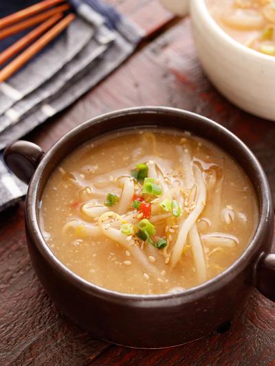 もやしのピリ辛♡とろみ味噌スープ【#簡単 #節約 #時短 #食材ひとつ #包丁不要 #低糖質 #低カロリー #スープ】