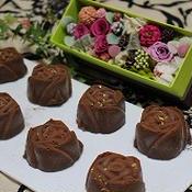 マンゴー風味のバラの生チョコ