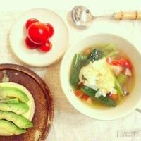 野菜たっぷり簡単スープを。