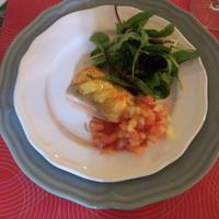 サーモンのハーブソテーフレッシュトマトソース