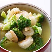 むきエビとブロッコリーの食べるスープ