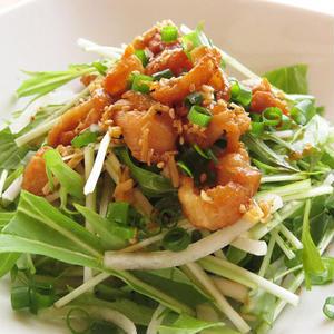 トッピングしてアクセントに!カリカリ鶏皮を使ったサラダのアイディアレシピ5選