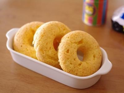 ホットケーキミックスでつくる、クリームチーズのシンプル焼きドーナツ