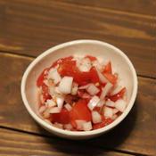 ドライハーブを使ったトマトとタマネギの洋風サラダ